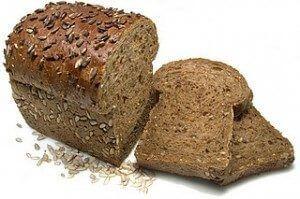 Reemplace el pan blanco con pan integral para un estómago plano