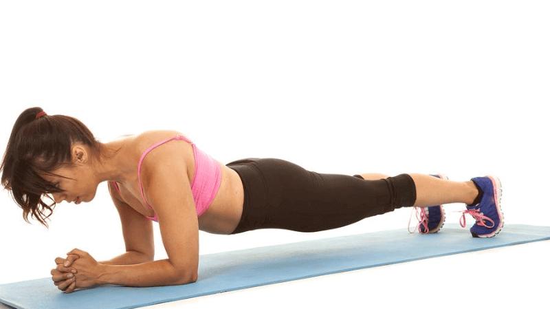 9 ejercicios básicos de choque contra músculos abdominales relajados