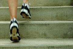 Vé por las escaleras