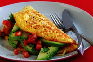 Desayuno 1 Tortilla de aguacate, salsa y pimiento