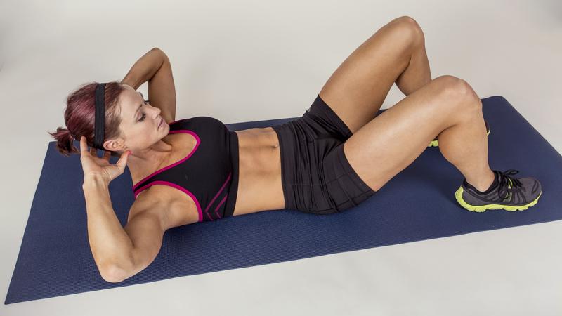 Los 12 ejercicios de abdominales más efectivos para hacer en casa
